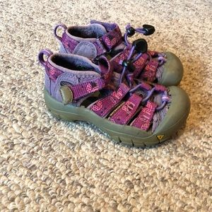 Keen pink purple Newport ladybug sandals 8
